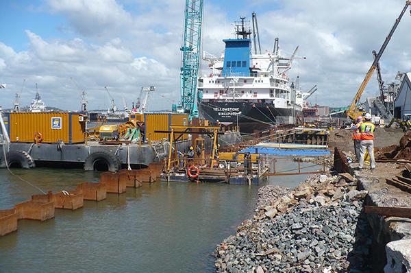 Typische Port und Stahl Spundwand Strukturen